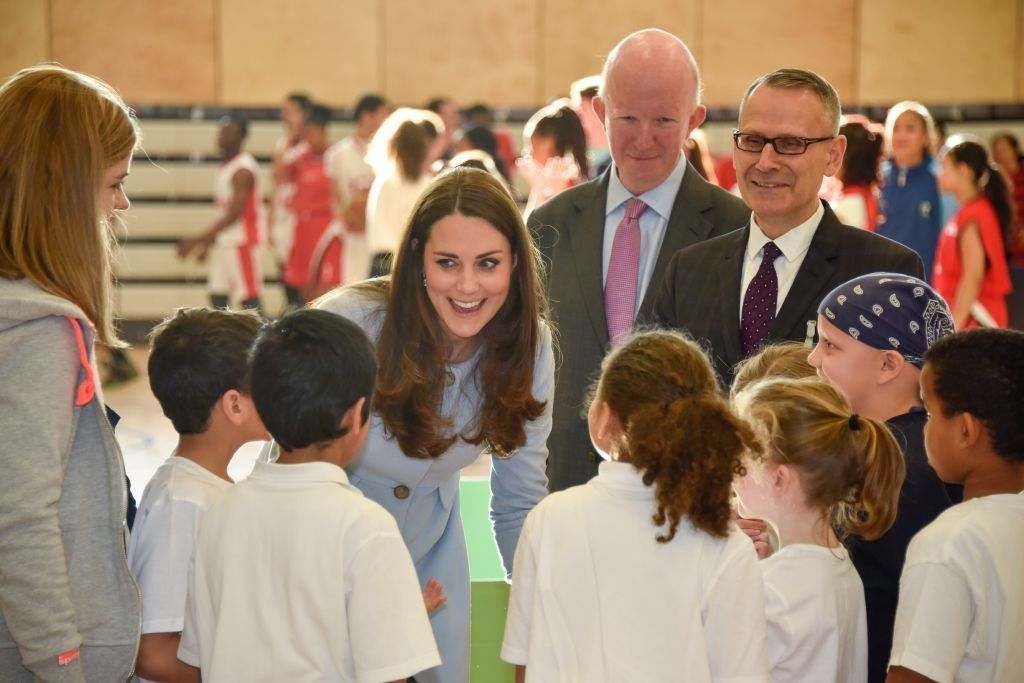 Schoolchildren chatting with HRH The Duchess of Cambridge at the opening of the leisure centre http://t.co/2JaUSSbk9V http://t.co/DHBUWZQRa4