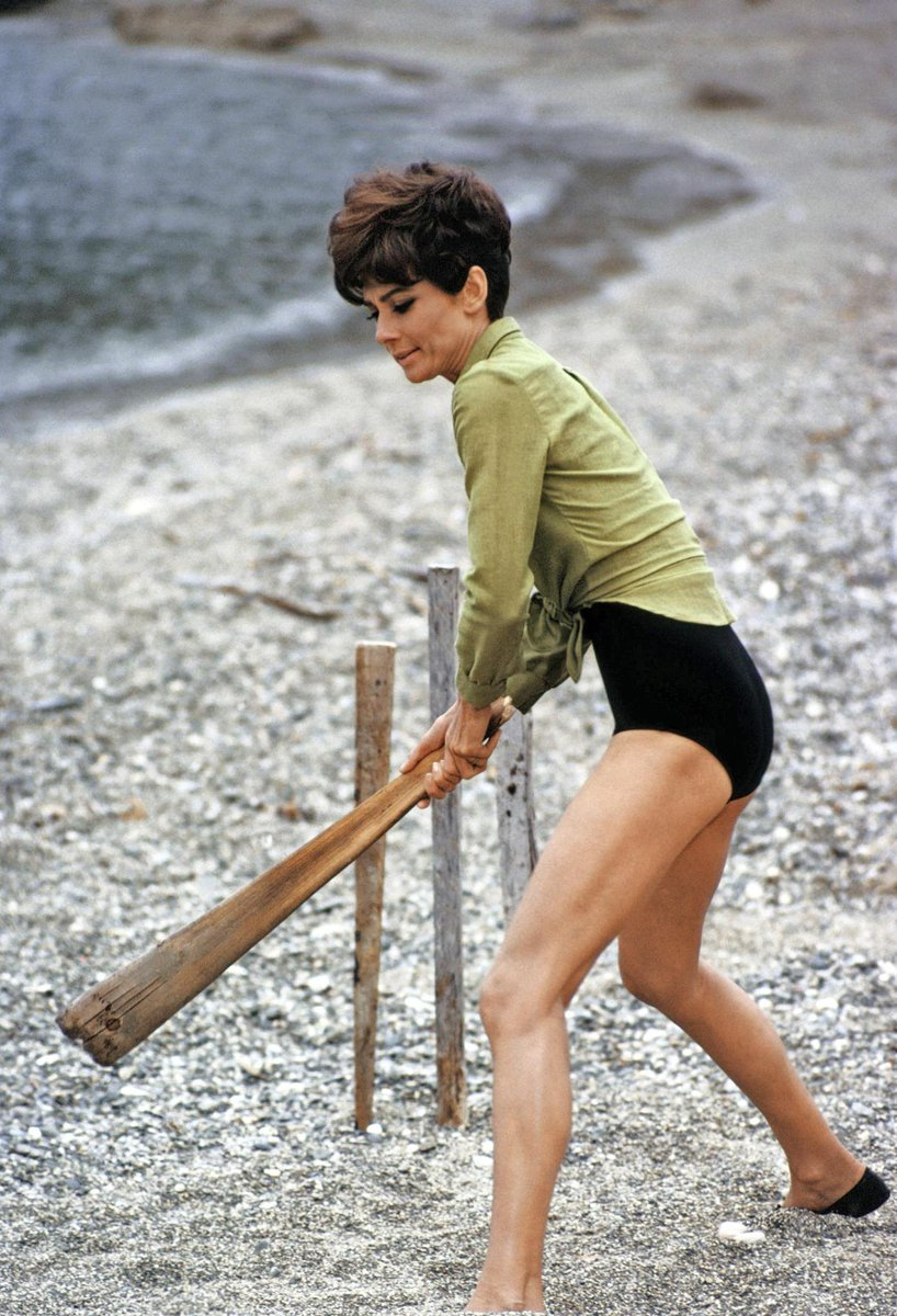 "<3 ""@NotableHistory: Audrey Hepburn playing cricket, 1967 http://t.co/8IyhxfZAMW"""