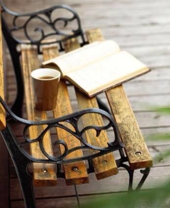 """""""Il tempo per leggere, come il tempo per amare, dilata il tempo per vivere.""""Daniel Pennac #leggere #amare #vivere http://t.co/KUtDPIirFZ"""