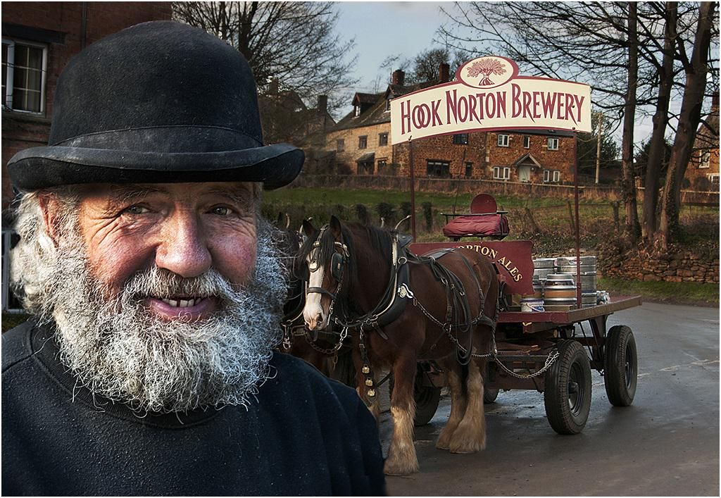 What a lovely picture of our Roger our drayman delivering on Saturday @peartreeHN #hooky #shirehorses #realale http://t.co/UpycPktTaD