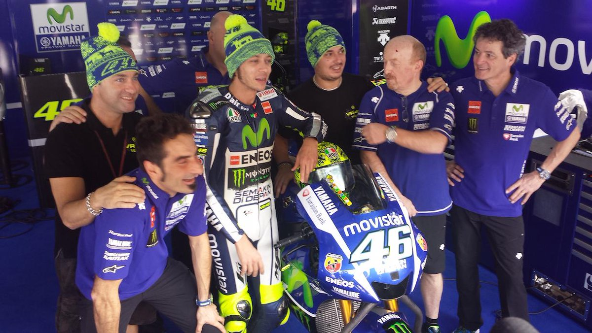 Special #WinterTest helmet for @ValeYellow46 !! #SepangTest1 #MovistarYamaha http://t.co/0qhhaTeLKY