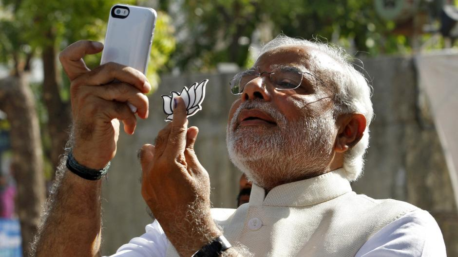 """Hahaha RT @qzindia: Forget toilets.  Modi is building thousands of selfie booths in Delhi http://t.co/VkjXhOC6rA http://t.co/h6BX2UqlCV"""""""