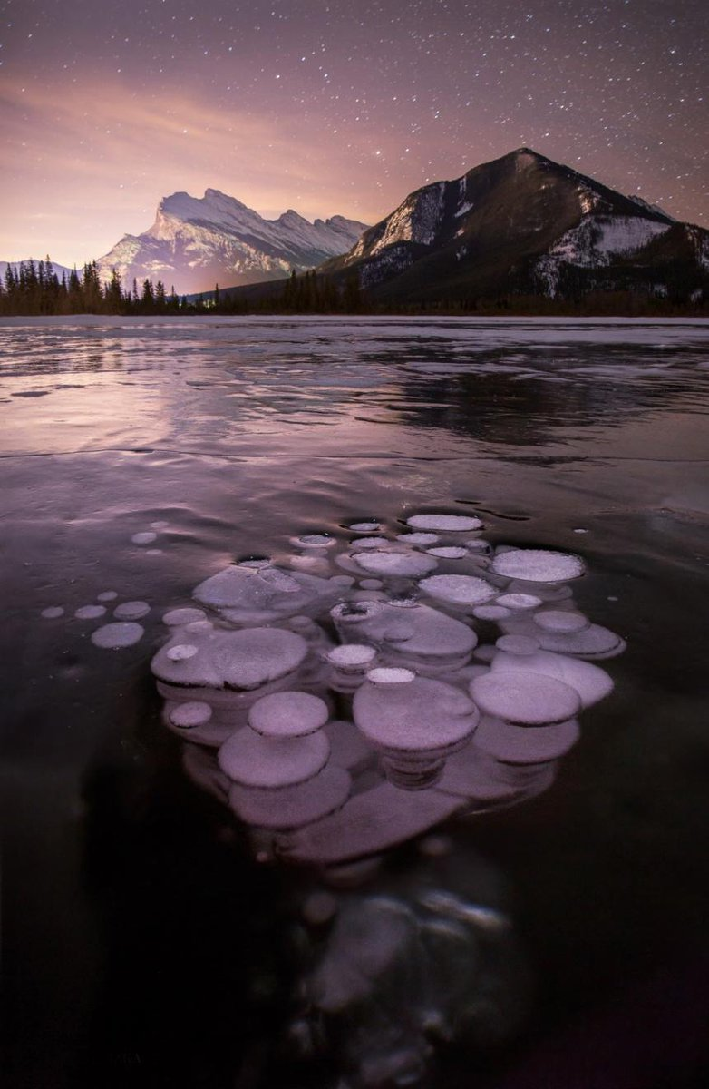 Frozen methane bubbles at Lake Minnewanka in Banff National Park, Canada http://t.co/uJ2gEAZLmi http://t.co/eSR2FFStzj