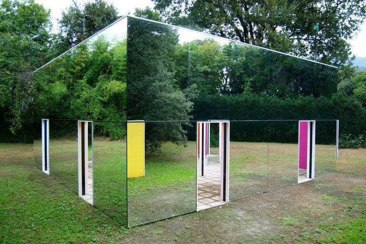 This is what a Mirror House looks like! http://t.co/jGs6q8oUvc
