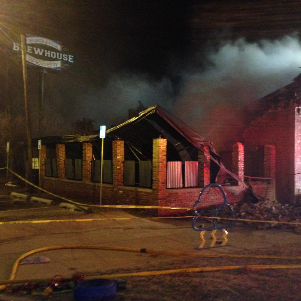 Ashley Kringen (@Ashleykringen): Parts of the roof collapsed at S&B Burger Joint in Norman during our interview with the Fire Chief. http://t.co/t348cMFmXK