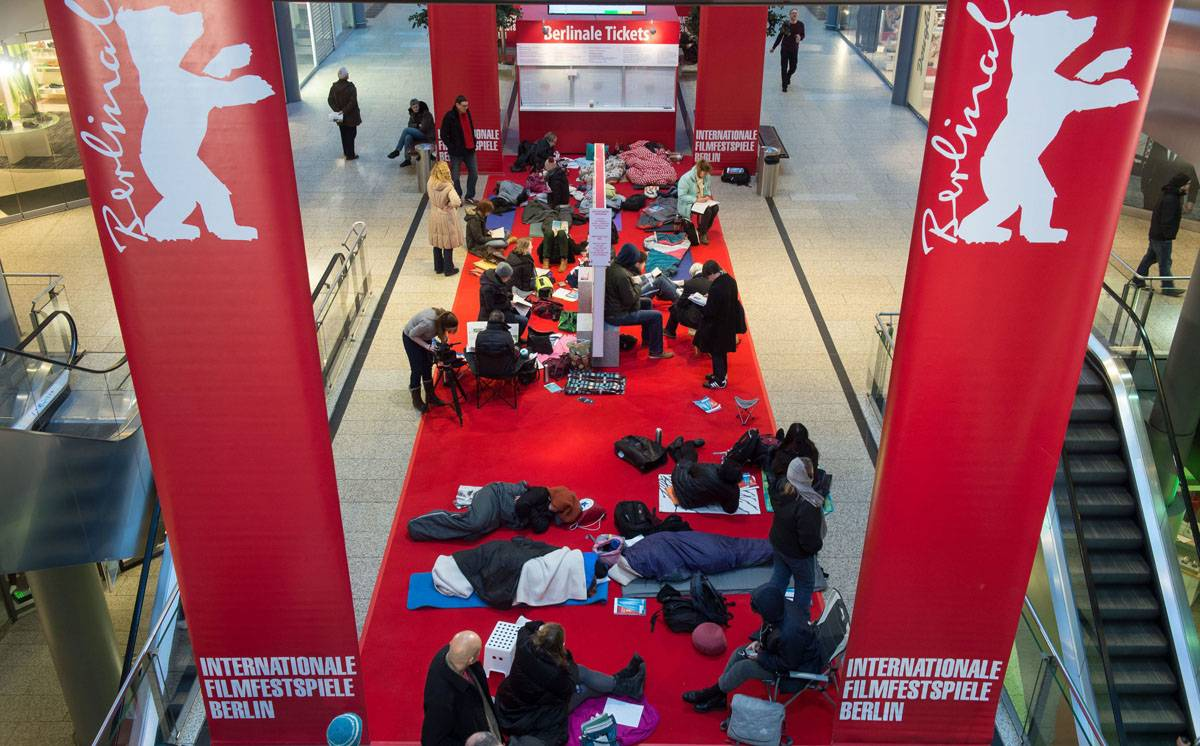 Some #Berlinale fans queuing for Queen of the Desert tickets - for RPatz or Herzog, I wonder? http://t.co/nX89gXGIp4 http://t.co/i3or73II3i