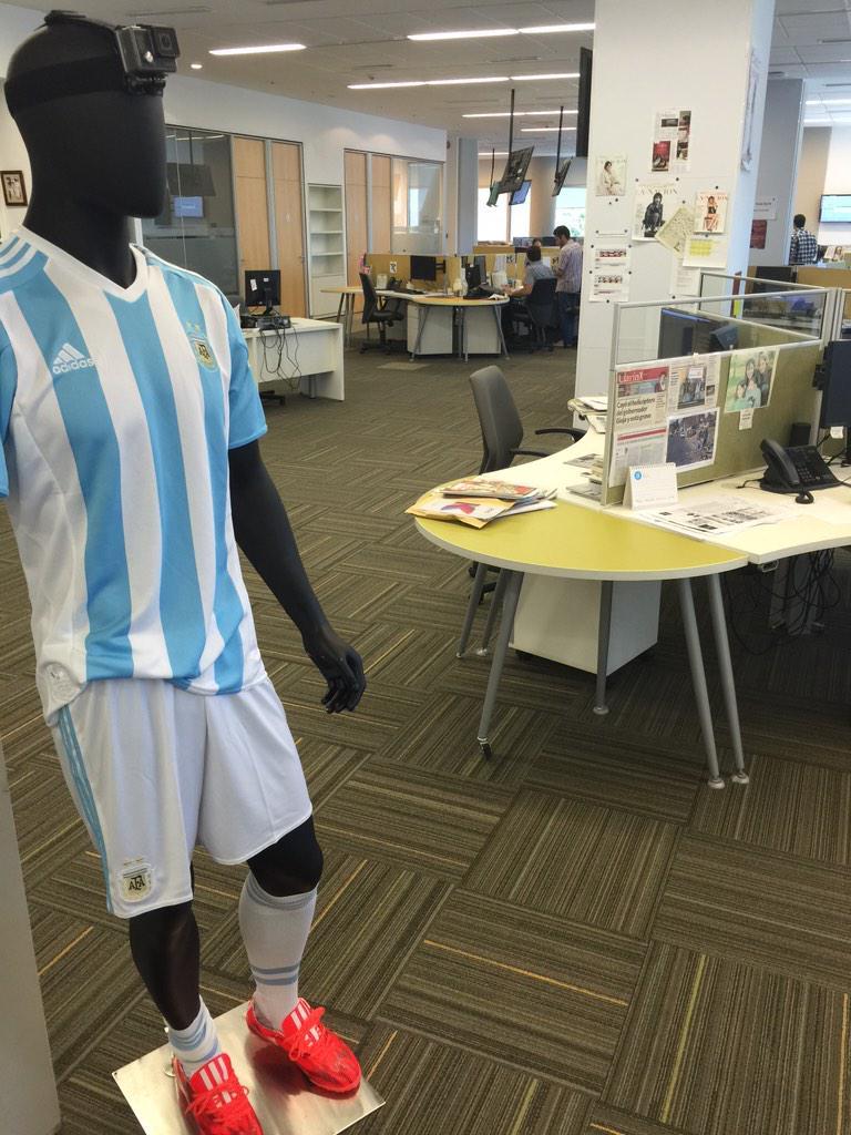 Nueva camiseta de la Selección: muy inspirada en Italia 90. ¿cábala por las Copas América 91 y 93? #DejaQueHablen http://t.co/3iymebQOSt
