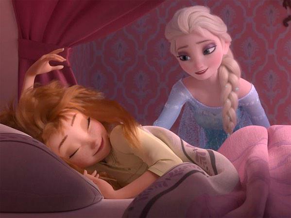 「アナ雪」のその後を描く短編映画「エルサのサプライズ」よりファーストフォトが到着。アナの誕生日にサプライズパーティを企画するエルサたちだったが、エルサの力のおかげで大変なことに…?全米では3月13日公開の「シンデレラ」と併映。 http://t.co/otwxqNKtED