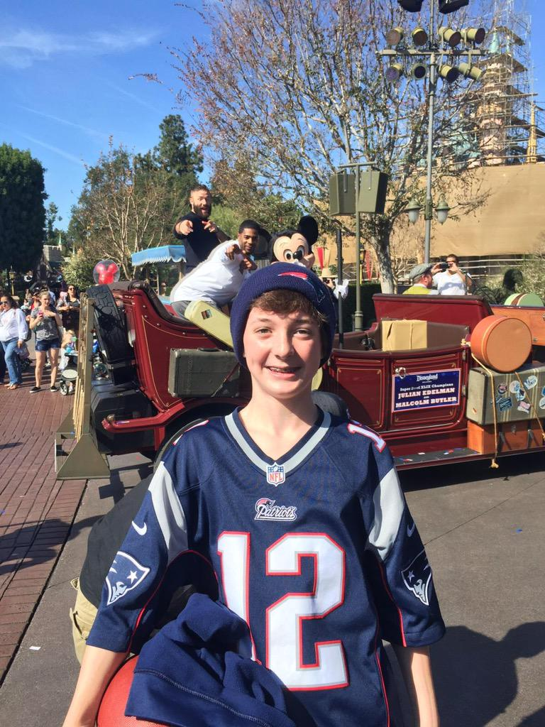 "This photo bomb by @Mac_BZ & @Edelman11 is awesome! ""@kzuke30: My cousin in Disney with Edelman and Butler"