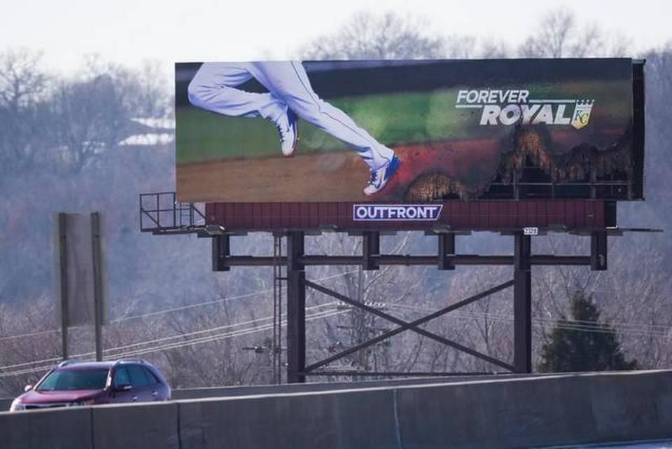 #Royals' Jarrod Dyson's fast feet burn up new I-35 billboard: http://t.co/SQ9OKAQmAg http://t.co/h5A5Dj632W