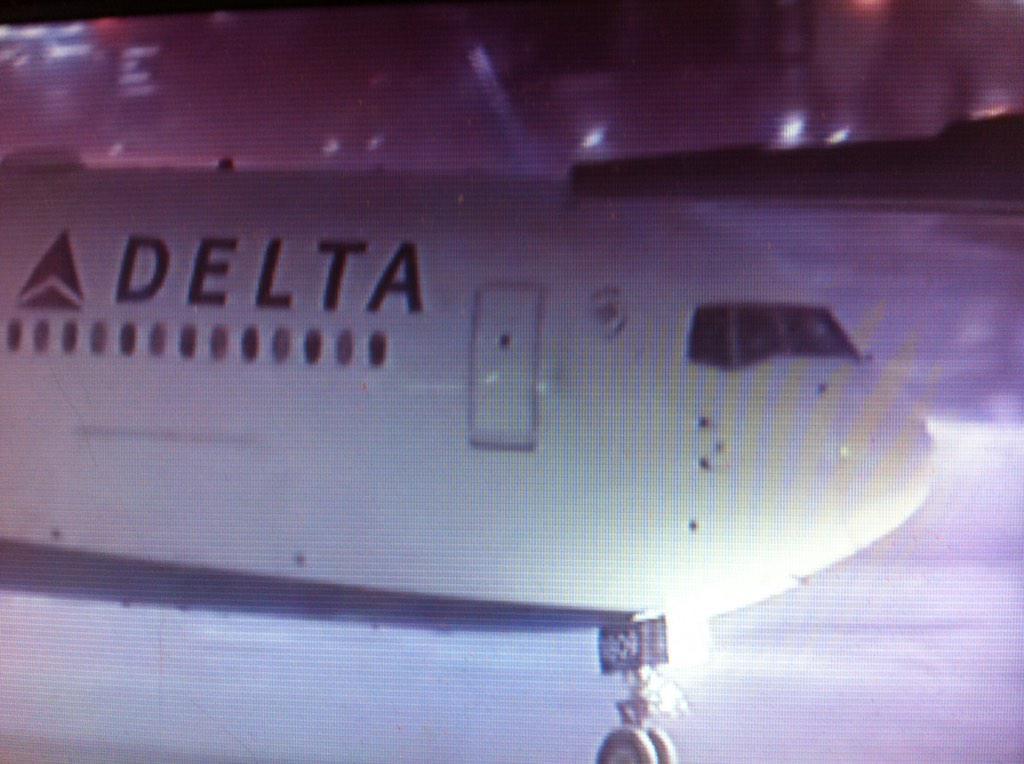 #Patriots plane landed at #Logan. #7News http://t.co/XZ2pPLZymA