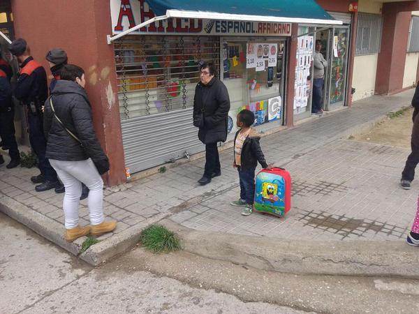 I es continuen invertint recursos públics per treure a nanos com aquest, de casa seva, avui pel matí. #NouBarris http://t.co/VzyZx1nIg9