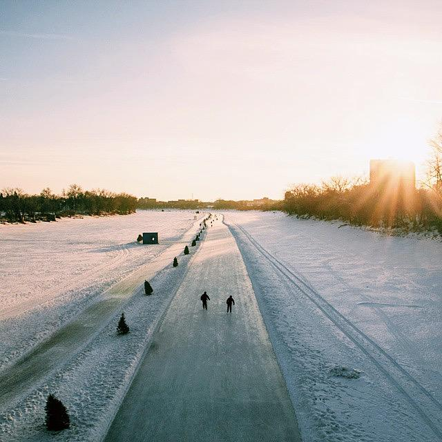 .@RRMTrail is now open to St.Vital bridge! Happy skating, walking + running your way down 6.1kms of winter greatness http://t.co/jUcvp99Gqc