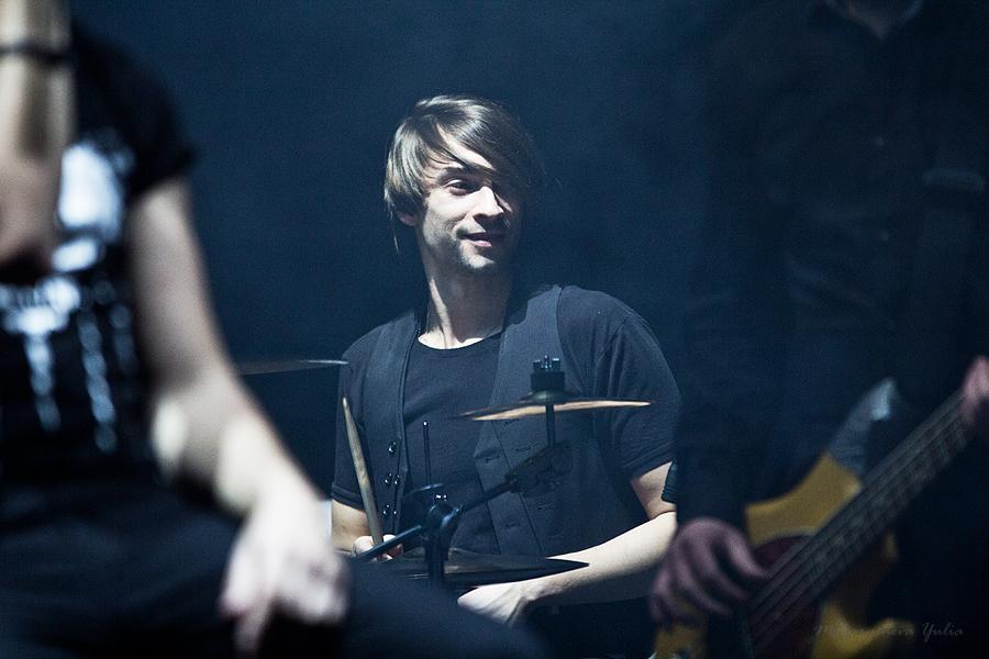 Барабанщика Animal ДжаZ Сергея Кивина поздравляем все бодро с Днем рождения! Ураааа!)))) http://t.co/82NDADYnA1