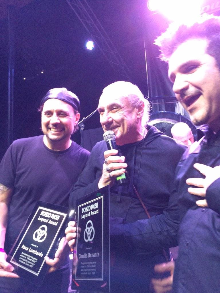 The man @TheDaveLombardo getting the legend award from Bill Ward http://t.co/20X0TcIuBH