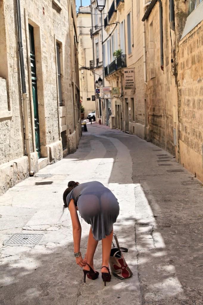 Женщины ходят по улицам с большими попками в джинсах фото 4960 фотография
