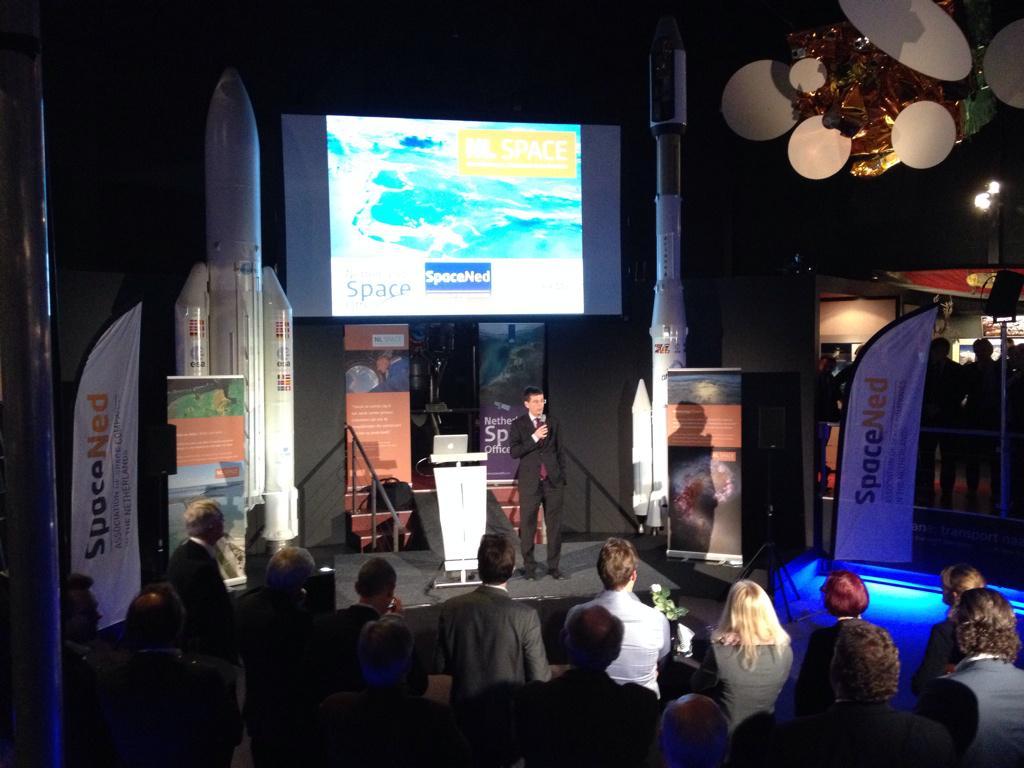 Nieuwjaars bijeenkomst NL Space.  @NLSpaceOffice @spacened @SpaceCluster_NL @Spaceexpo http://t.co/IR5deEZBRy