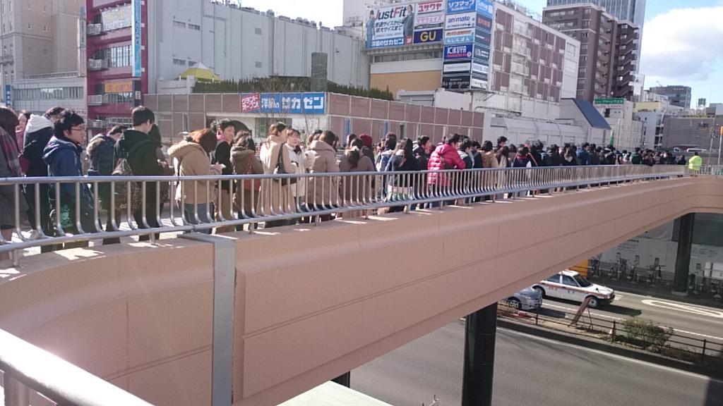 まるでコミケw RT @sk1253104: アニメイト仙台入場制限かかってるw http://t.co/ko8SkEMrj2