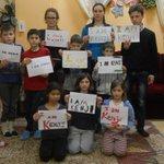 後藤さんがかつて訪れた孤児院の子どもたちが「I am Kenji」とプラカードを掲げている。 https://t.co/zS9l0jHAnG http://t.co/V5Fj6TztzW