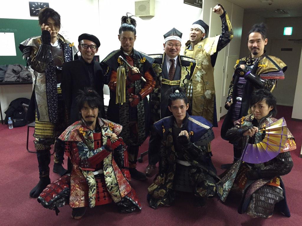 全国武将隊天下一決定戦は、名古屋おもてなし武将隊が、三連覇を達成!楽屋裏で、武将隊の皆さん方と、記念撮影会のワンシーン。 http://t.co/7bTgvgvhFu