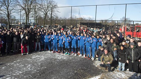 Samen zijn we sterk! Bedankt spelers @AFCAjax ! Morgen knallen! #ajax #ajafey http://t.co/cHuLVcqRXQ