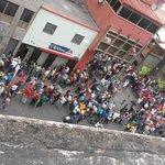 """""""@ElNacionalWeb: Colas para comprar comida en la Av. Universidad, 11am #Caracas #24E http://t.co/ktSI4Z5eKr (vía @noticiasvenezu5"""