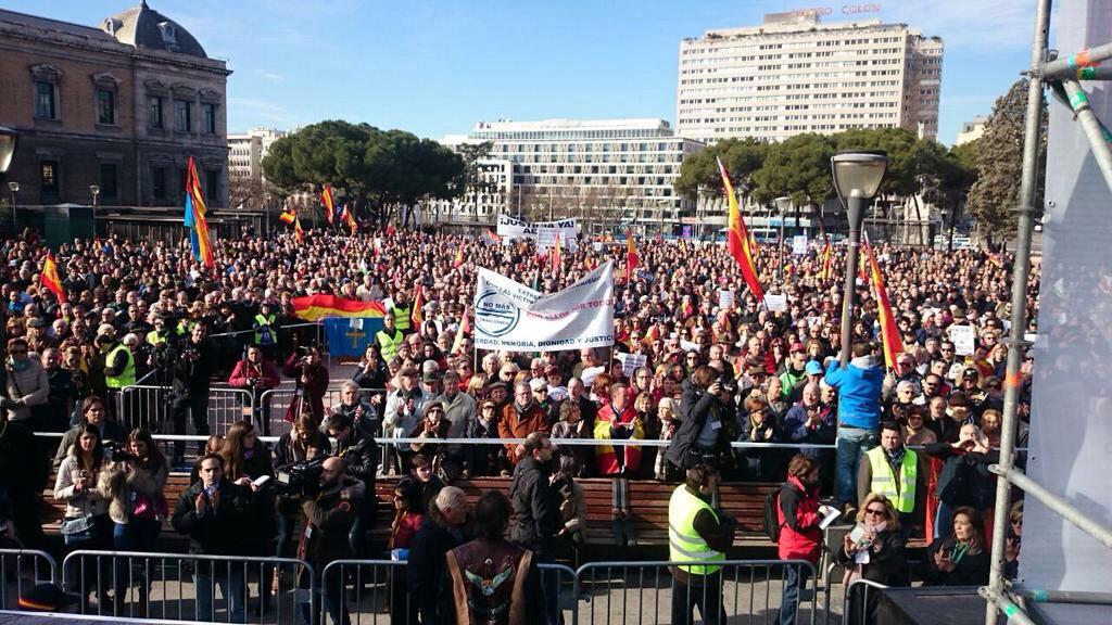 Muchas gracias a todos los que nos habéis acompañado hoy en la plaza de Colón para pedir #NoMasTraiciones #gracias http://t.co/anj3UJHRf7