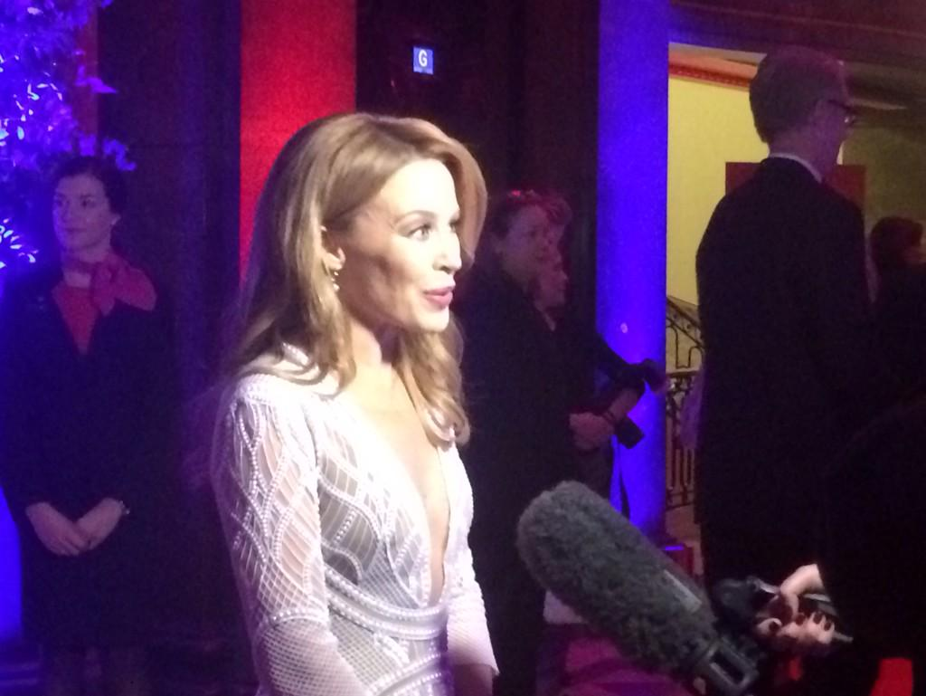 .@kylieminogue arrives at Australia House in London for Aus Day Gala. Big night for her. Details on @sunriseon7 http://t.co/5DNKGaJWP1