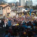La foto que @larissacostas nunca subiria a su twitter #ocultandoverdades #MarchaDeLasOllasVacias http://t.co/rl5GNjZFuR