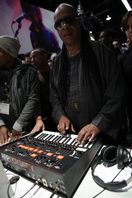 Stevie Wonder stopped by the #KorgUSA booth and rocked the ARP ODYSSEY! #NAMM2015 http://t.co/hgNF5ihXrO
