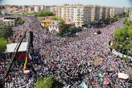 İşte Diyarbakır gerçeği: Peygamber (sav)'e sevda ve bağlılık. http://t.co/ITmSRmtI5t