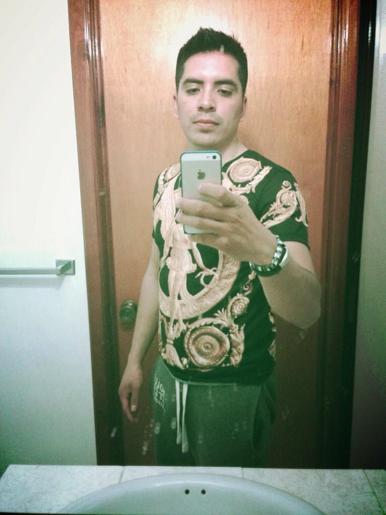 Arturo Vargas Rios (@LosPrimosArturo): En el espejo http://t.co/LgUfOqJevV