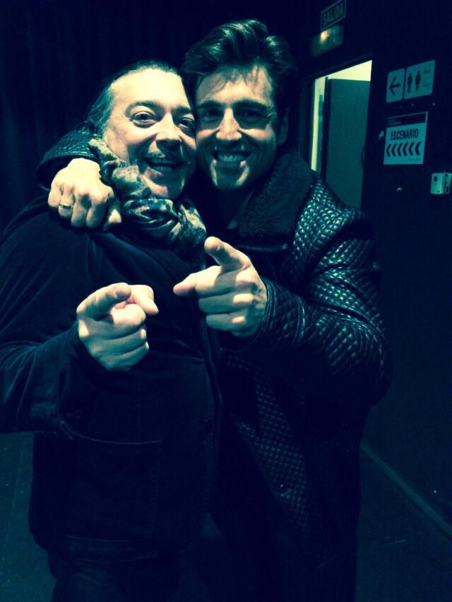 Con mi querido Bustamante... Magistral concierto en Madrid.Felicidades. @atrevetedial @David_Busta @Cadena_Dial Besos http://t.co/xKvI23TNJn