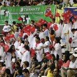 El público aplaude cada una de las presentaciones en el Coliseo Gran Chimú #ConcursoMarinera2015 http://t.co/LD2jFR13Y1