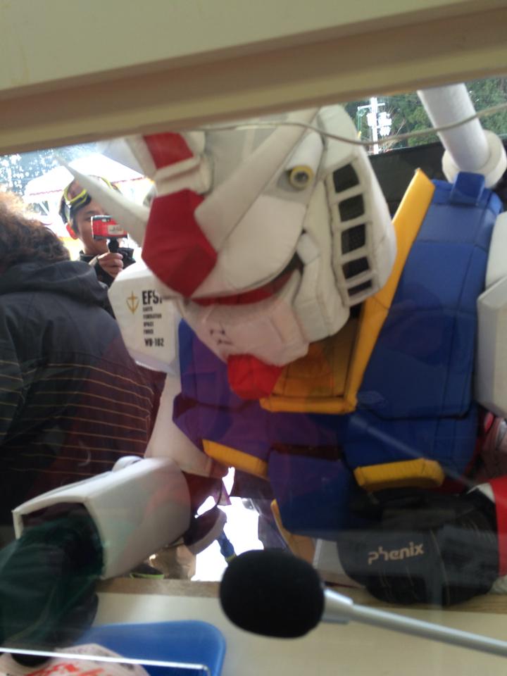 リフト券売り場にて モビルスーツ1枚 http://t.co/yMmmCKpnfc