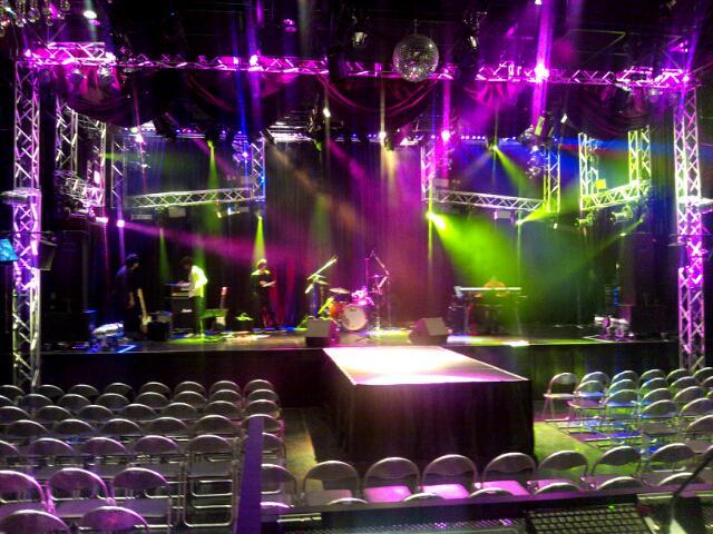 本日は伊勢大貴ワンマンライブ♪昼夜2公演。  今日はめっちゃロックにキレッキレで参ります☆  ただいまリハーサル中♪良い日にしますよ!! http://t.co/18ElledhNN
