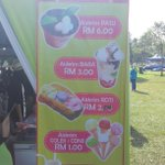 Dekat Bangi pun ada ais krim dlm pasu la hehe Festival Makanan Tasik Cempaka http://t.co/MNE41HLZZf
