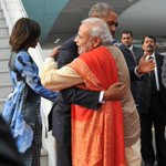 President @BarackObama & First Lady @MichelleObama were welcomed by PM @narendramodi at Delhi airport. http://t.co/Zgcz7gdXfP