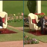 PM Narendra Modi & President Barack Obama in conversation over a cup of tea at Hyderabad House #ObamaInIndia http://t.co/f829eimKLS
