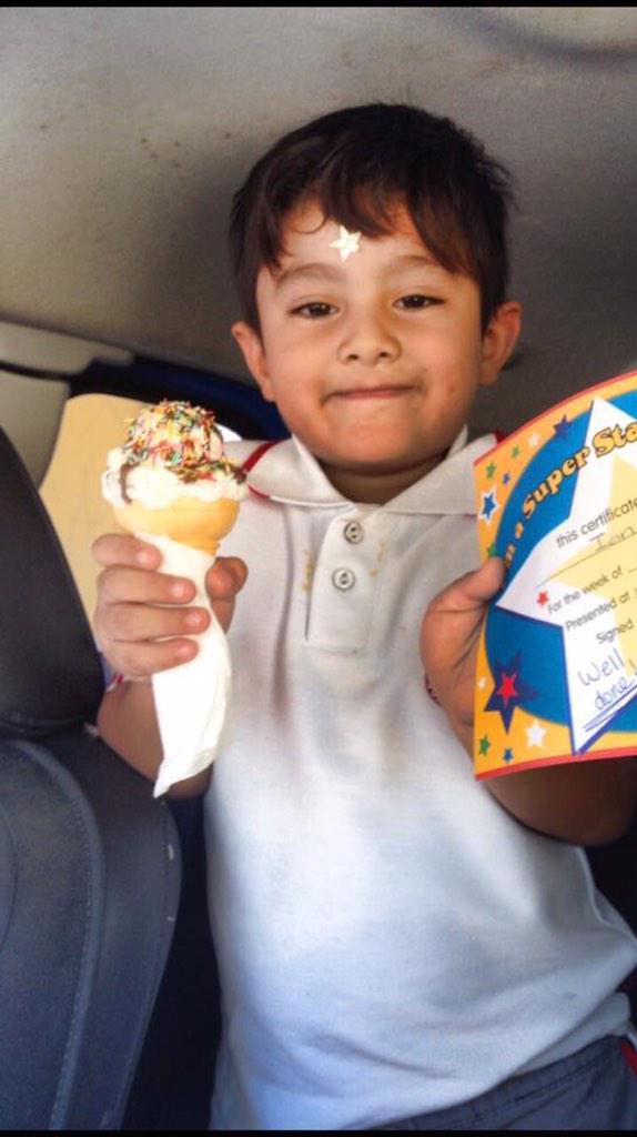 Este niño iba a bordo de una camioneta robada, su nombre es Ian Aron de 5 años @AAMBER_JAL @VivirVallarta http://t.co/2eCiviOTCJ