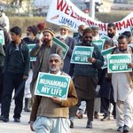 Old men are also standing for their prophet Muhammad PBUH. #JIShaneMustafaMarch http://t.co/UWbwP4F6QG