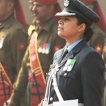 Wing Commander Pooja Thakur of IAF leads the Guard of Honour for US President Obama #TheObamaVisit http://t.co/fSMNmU6xli