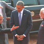 US President, Mr. @BarackObama being welcomed by President Shri Pranab Mukherjee and PM Shri @narendramodi http://t.co/iSGoRCYSK9