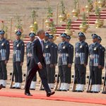 #INDIAUSA: US President Mr @BarackObama inspecting Guard of Honour, at the ceremonial reception at Rashtrapati Bhavan http://t.co/oRCZMSMvPB