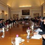 PM Shri @narendramodi and US President, Mr. @BarackObama in the Delegation Level Talks at Hyderabad House http://t.co/VguVhPUbU2