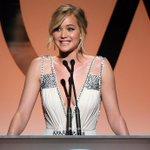 Jennifer Lawrence rouba a cena em premiação em Los Angeles. [@CadernoEla] http://t.co/tC0JjziQW9