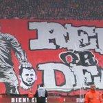 La banderole des supporters du Standard, contre leur ex-joueur Steven Defour, maintenant parti à Anderlecht ! http://t.co/ma3g7848TY