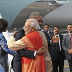 Obama, India PM Modi hug it out on nuclear talks  http://t.co/hHTaG9EZqf http://t.co/gQzwSoGS45