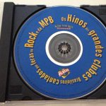 Esse negócio de tocar hino do clube antes dos jogos só me traz uma certeza: nenhum jogador tinha o CD da Placar. sdds http://t.co/uZgZ7pXBpr