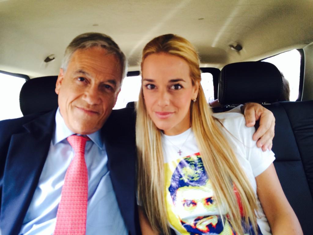 Presidente  @sebastianpinera apoyando a @liliantintori , esposa de @leopoldolopez ..Mujer valiente!! #VenezuelaLibre http://t.co/ehfiz7TceN